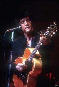Архив подарков. Рождественский альбом Элвиса Пресли (Elvis' Christmas Album).